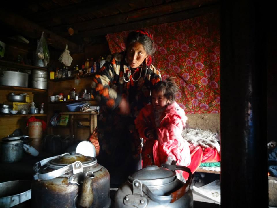Être invité à prendre le thé chez cette dame Tibétaine au cours d'une randonnée: un incroyable souvenir !