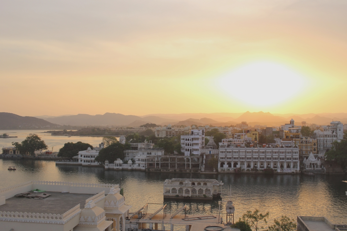 udaipur-lake